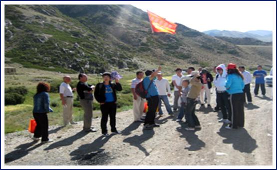 商会会员在白石头风景区拓展训练